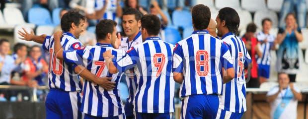 Los jugadores del Deportivo celebran el gol de Valerón ante el Atlético de Madrid
