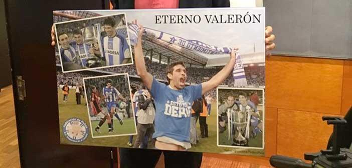 Regalo de la Federación de Peñas a Juan Carlos Valerón. Foto: UDLasPalmas.net