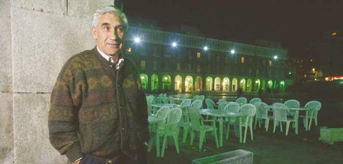 Arsenio Iglesias en una terraza de A Coruña