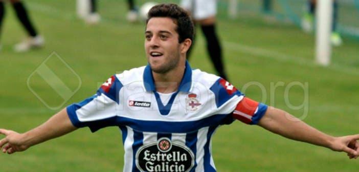 Diego Vela celebra un gol con la camiseta del Fabril