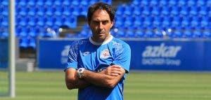 Rubén Coméndez supervisa el calentamiento del Juvenil A previo al partido de Copa del Rey ante el Sevilla