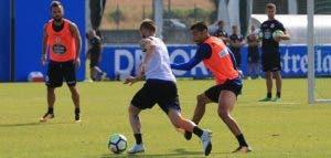 Juanfran presionando el entrenamiento del Deportivo en Abegondo