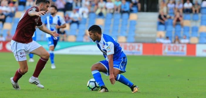 Zakaria Bakkali regateando durante el amistoso contra el Pontevedra