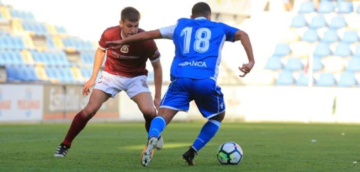 Bakkali regateando en el Pontevedra vs Deportivo