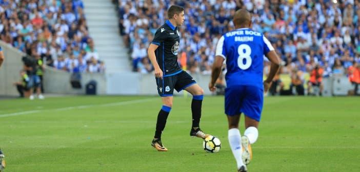 Fede Valverde pisando balón en el FC Porto vs Deportivo