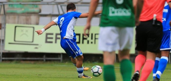 Disparo de Emre Çolak contra el Racing de Ferrol