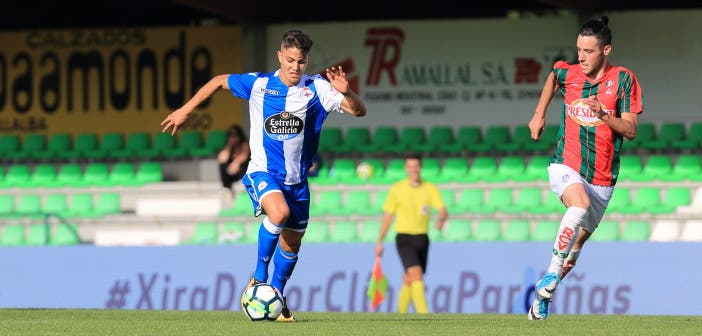 Pinchi conduce el balón contra Racing Vilalbés