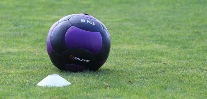 Balón medicinal de 8 kg en entrenamiento Vilalba del 8 de agosto 2017 Recurso