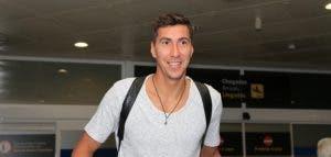 Costel Pantilimon en su llegada al aeropuerto de Coruña