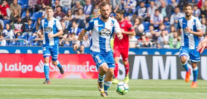 Çolak controla un balón en el partido del Deportivo contra el Getafe