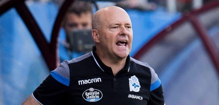 Pepe Mel da instrucciones en el encuentro entre Eibar y Deportivo