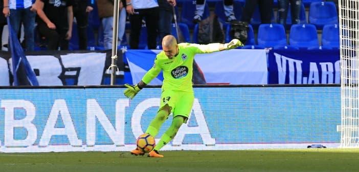 Rubén Martínez sacando de puerta contra el Athletic