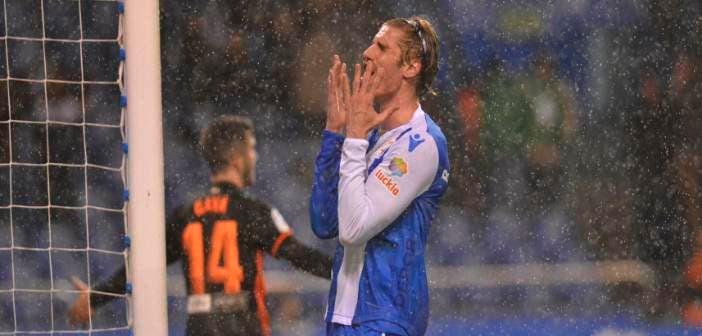 Albentosa se lamenta de una ocasión fallada en el Deportivo - Valencia