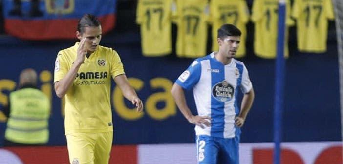 Juanfran pensativo durante el Villarreal-Deportivo