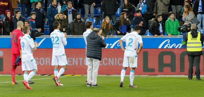 El Deportivo saluda a su afición en Mendizorroza