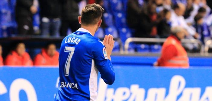 Lucas Pérez celebra el gol ante el Málaga pidiendo perdón