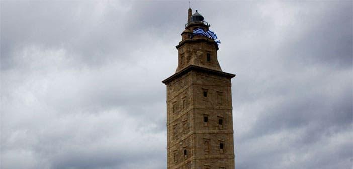 La Torre de Hércules también se viste de blanquiazul