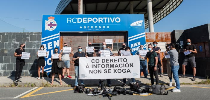 concentración de protesta de los fotoperiodistas de A Coruña