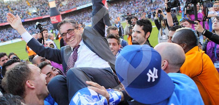 Fernando Vázquez el día del ascenso con el Deportivo