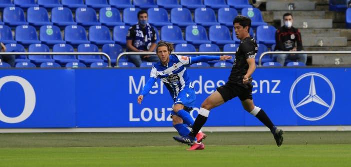 Keko centrando durante el Deportivo vs Salamanca