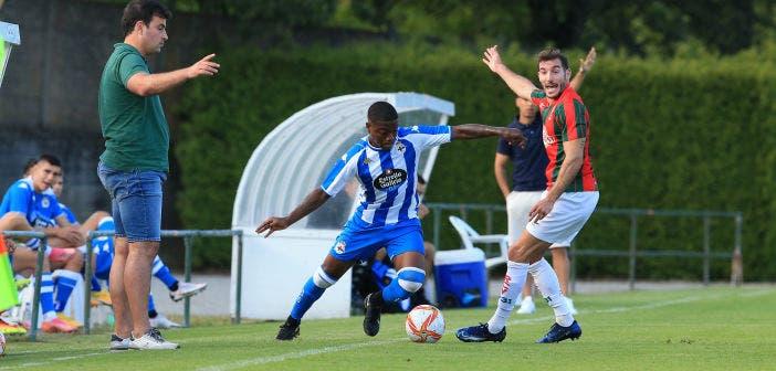 William de Camargo intentando llevarse el balón