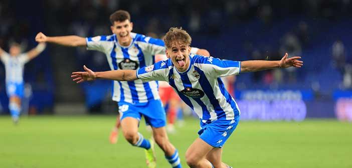 Noel celebra su gol con el Deportivo